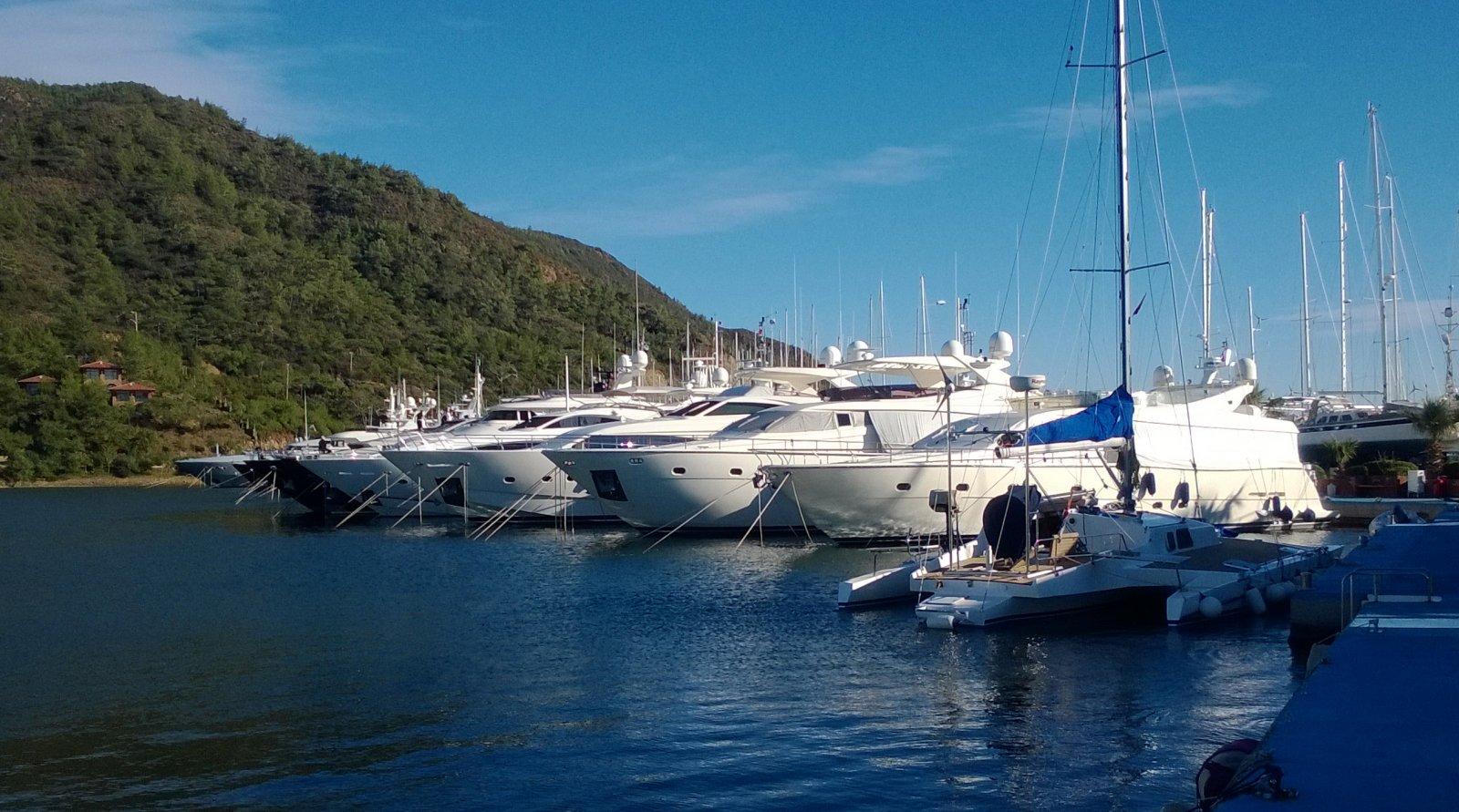 Dubai Yacht Rental master
