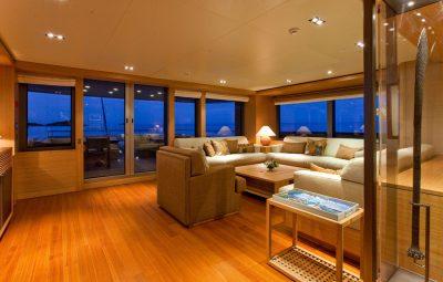 Motor Yacht Dubai master1 e1629933009278